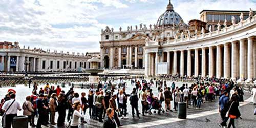 Colas de acceso a los Museos Vaticanos